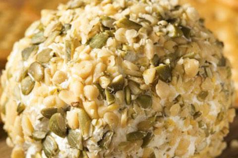 Bolitas de queso roquefort con nuez