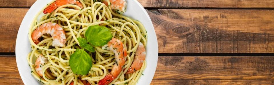 Spaghetti a la mantequilla con camarones