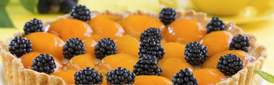 Tarta de tamarindo con durazno y zarzamora