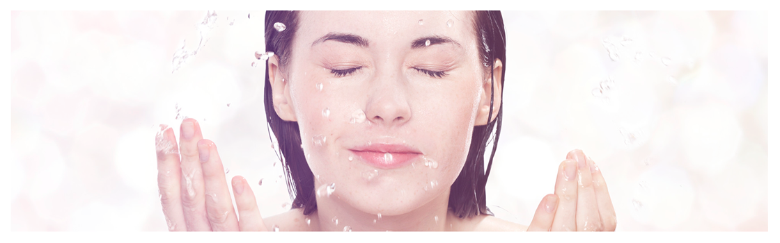 ¿Por qué la limpieza facial es un hábito para verse joven?