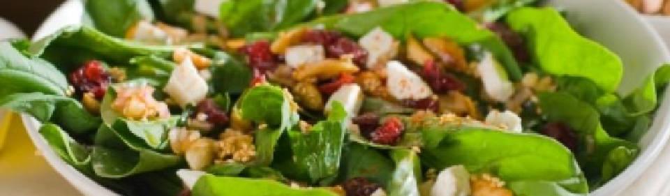 Ensalada de espinacas con arándanos y almendras